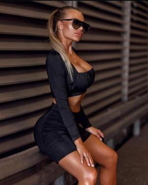 Compleu Natalia bluza scurta si colanti negru