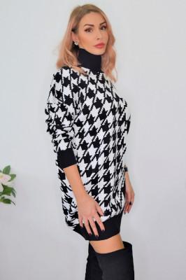 Pulover oversized in carouri tricotat, alb