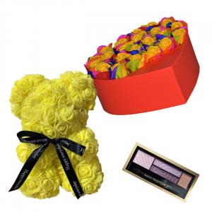 Set Cadou Aranjament floral cutie inima rosie cu trandafiri multicolor de sapun, Ursulet floral Galben 25cm si Paleta fard