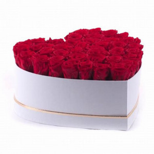 Aranjament floral cutie inima alba cu trandafiri sapun, diverse culori