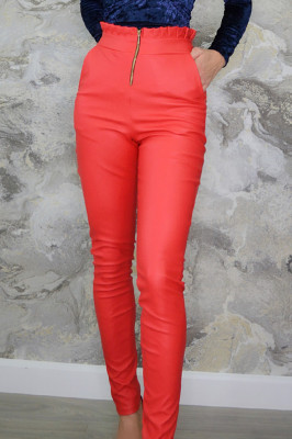 Pantaloni de piele cu fermoar in fata si pliseuri in talie, rosii
