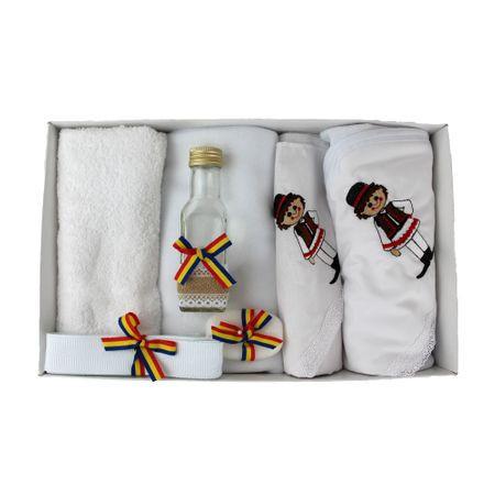 Trusou alb pentru botez, cu accesorii traditionale