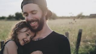 CADOU PENTRU TATA - Care sunt cele mai inspirate surprize pentru taticii extraordinari?
