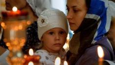 Vreai să-ţi aduci copilul pe cale cea dreaptă, roagă-te cu credinţă pentru el