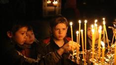 Poţi aprinde trei brațe de lumânări, poți da sute de acatiste, însă dacă nu te lupţi cu răutatea din inima ta, în zadar vor fi toate...