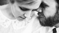 În spatele unui bărbat de succes stă o soție credincioasă, care-l susține în toate
