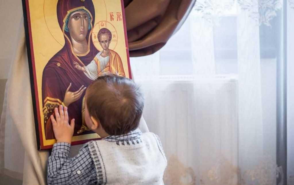 Părinți, încredințați-vă copiii în ocrotirea Maicii Domnului!