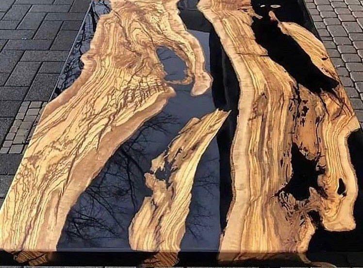 Masa din lemn si rasina epoxidica – contemporan si clasic