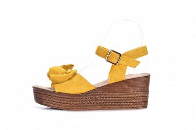 Ženske sandale na debelom djonu LS242058 žute