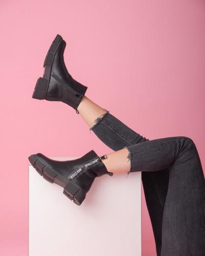 Ženske poluduboke čizme CA612 crne