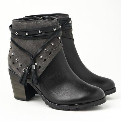 Kožne poluduboke čizme na štiklu 12-119 crne