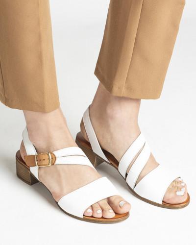 Kožne sandale na malu petu 243050 bele