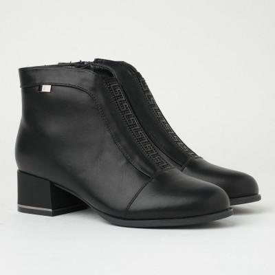 Ženske poluduboke čizme na malu petu CA620 crne
