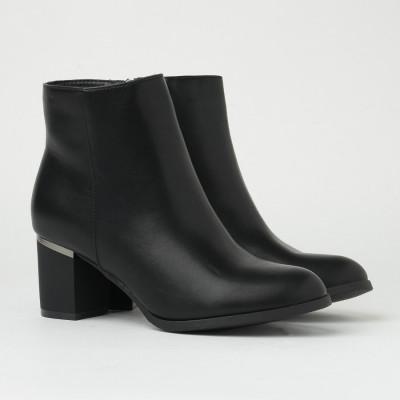 Ženske poluduboke čizme na malu petu CA622 crne