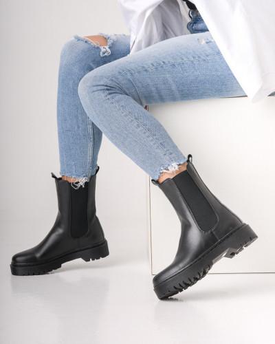 Ženske poluduboke čizme CA666 crne