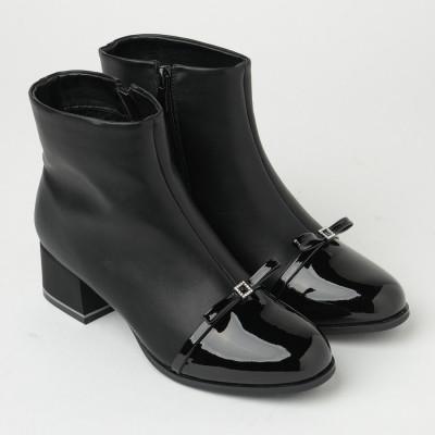 Ženske poluduboke čizme na malu petu CA621 crne