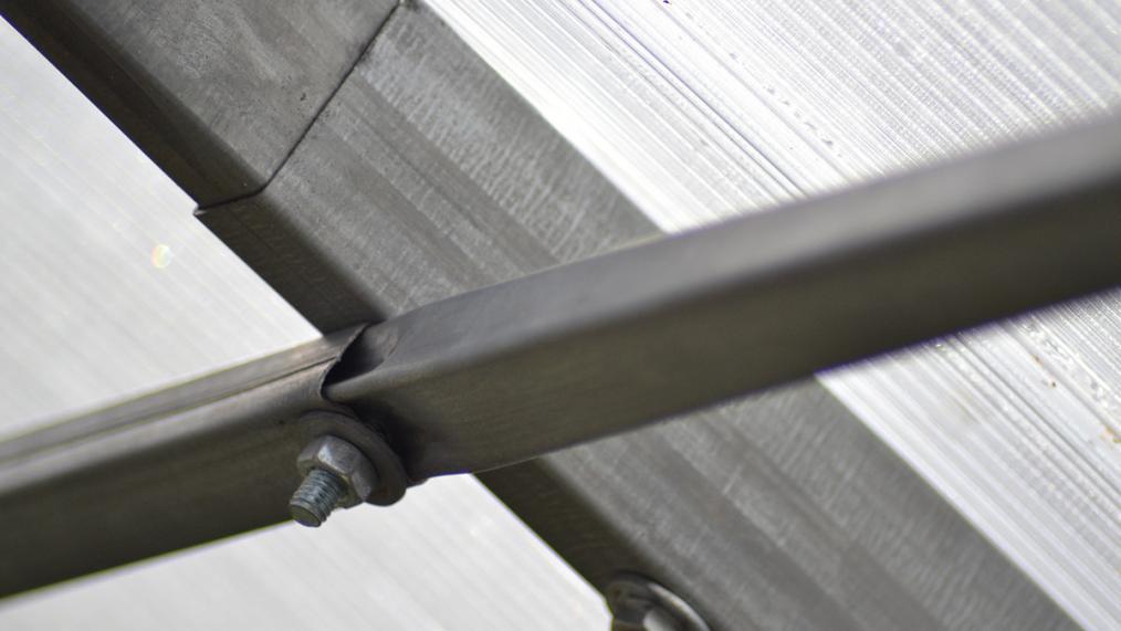 Din ce materiale sa fie construita sera din policarbonat