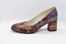 Pantofi multicolori cu model abstract