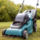 Masina de tuns iarba cu acumulatori Makita DLM380Z fara kit incarcare