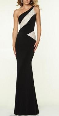 Duga crna haljina sa bez cipkastim detaljima