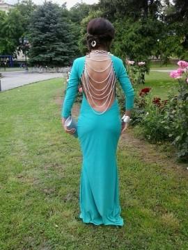 Duga tirkizna haljina sa lancima