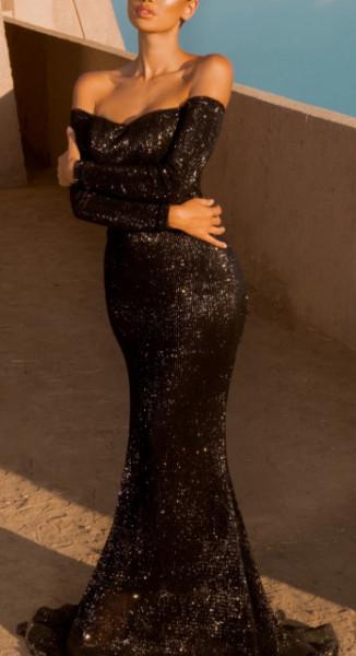 Svetlucava crna haljina