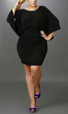 Crna nabrana haljina za punije dame