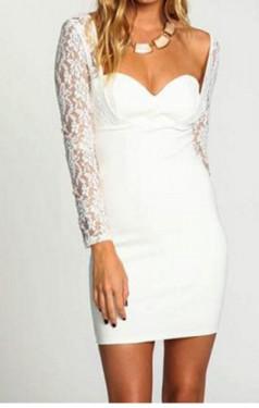 Bela haljina sa cipkastim rukavima i srcastim izrezom