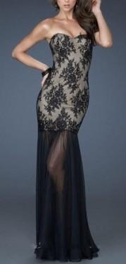 Crno bez cipkasta haljina sa tilom