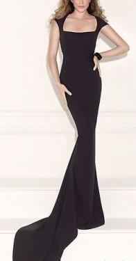 Duga crna haljina sa kockom izrezom