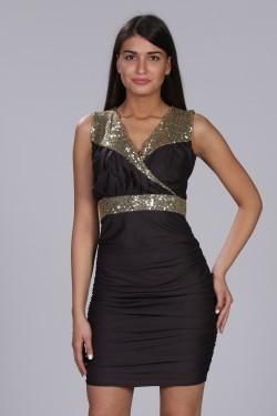 Neobicna crna haljina sa detaljima zlatnih diskica