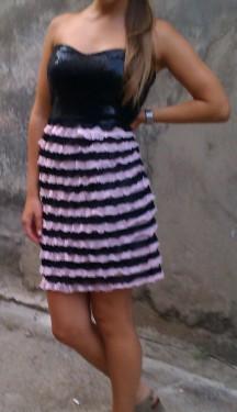 Neobicna haljina sa srce izrezom i karnericima