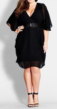 Crna haljina sa falticama i detaljima na ramenima i pojasu od šljokica