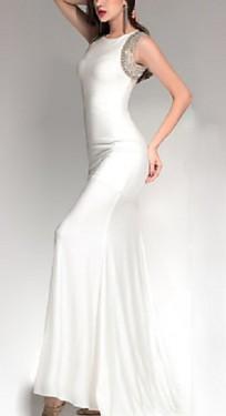 Bela duga haljina sa cirkonima oko ramena