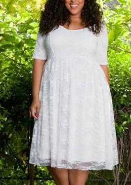 Bela cipkasta haljina za punije dame sa rukavicima
