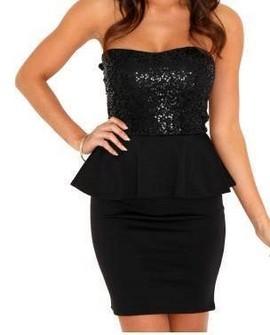 Crna haljina sa karnericem i diskicima