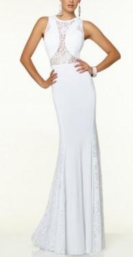 Duga bela i crna haljina sa detaljima cipke