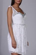 Bela cipkasta haljina sa sarenim cirkonima