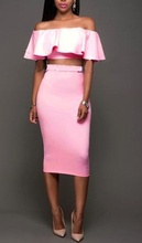 Roze majica i suknja
