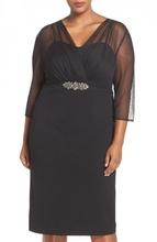 Crna haljina sa rukavima od tila i cirkonima na struku