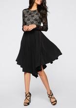 Crna haljina sa cipkom i belom podlogom
