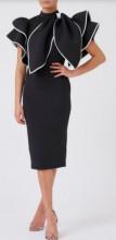 Crna haljina sa masnicom na ramenu