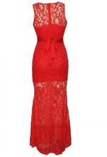 Duga crvena haljina sa cipkom