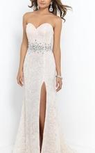 Duga prljavo bela haljina sa cirkonima na struku