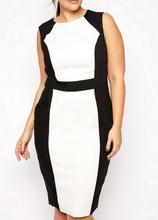 Crna haljina sa belim detaljima i crnim pojasom