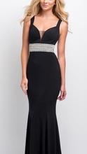 Duga crna haljina na bretele  sa cirkonima  na pojasu
