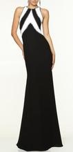 Duga crna haljina sa belim detaljima i cirkoncicima