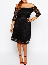 Crna čipkasta haljina sa čamac izrezom za punije dame