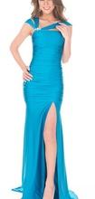 Duga plava haljina sa 3 betele i brosem