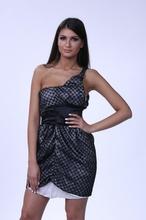 Crno bela cipkasta haljina na jedno rame